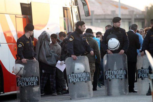 Депортация нелегальных трудовых иммигрантов из Греции