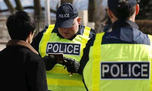 Проверка документов полицейскими