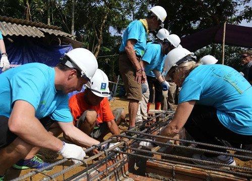 Волонтёры на строительстве