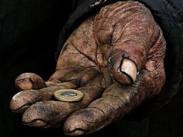 Рука с монеткой