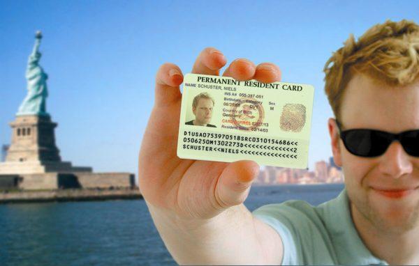 Мужчина в Нью-Йорке с Грин-картой США