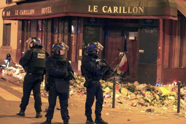 Французские полицейские с оружием