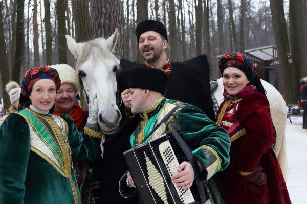 Люди празднуют украинские святки