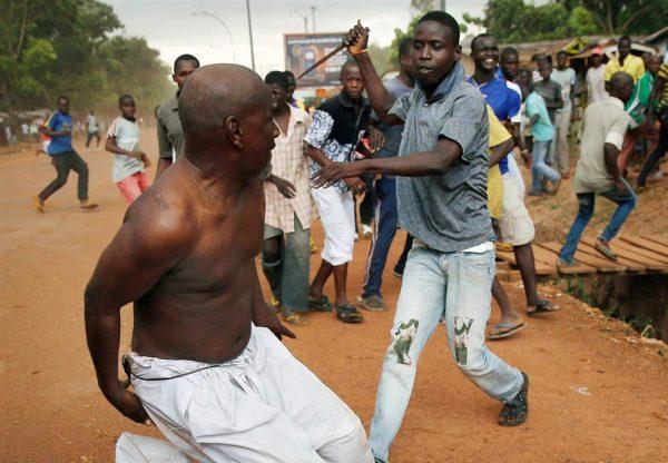 Драка на африканской улице