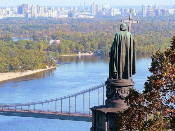 Памятник князю Владимиру над Днепром