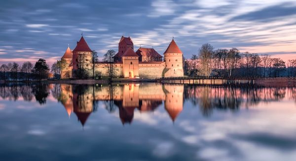 Тракайский замок на берегу озера