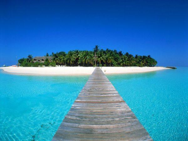 Остров и ведущий к нему мост