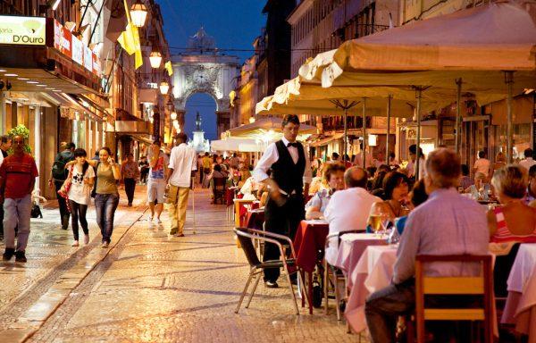 вечерняя улица в Португалии