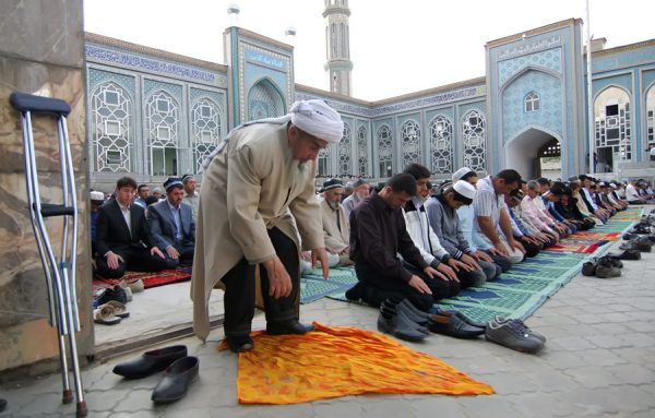 Турки во время молитвы