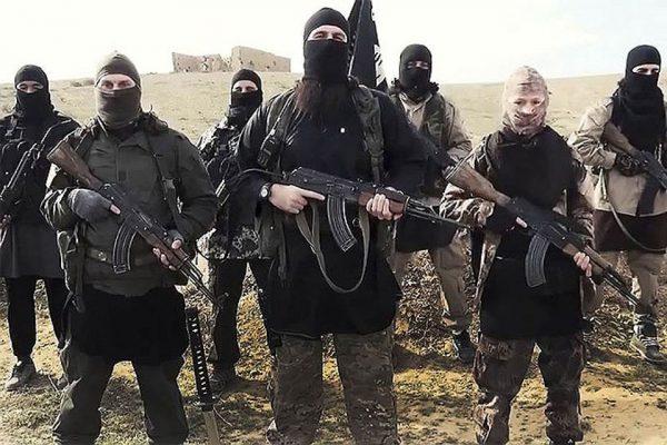 Террористы в масках с автоматами