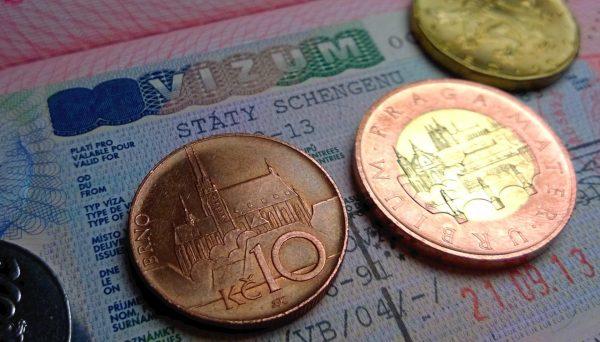 Паспорт и чешские кроны