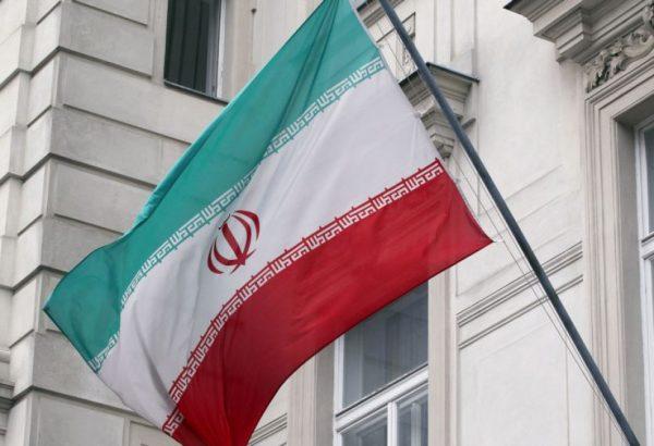 Флаг Ирана на стене здания