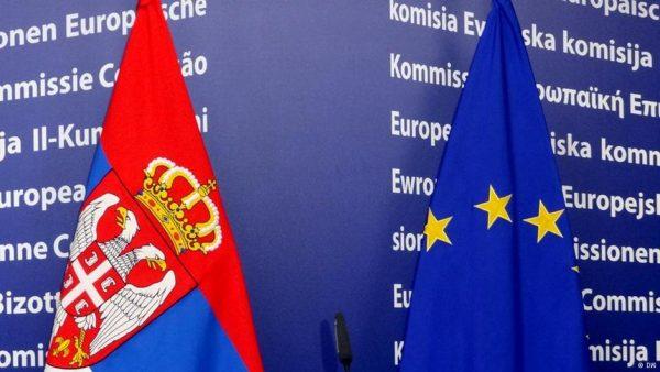 Флаги Сербии и Евросоюза