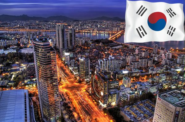 Ночной Сеул и флаг Южной Кореи