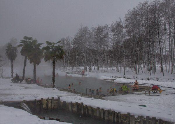 Термальные источники в посёлке Кындыг в зимнее время