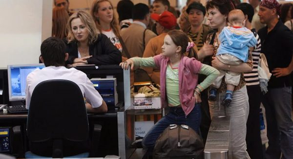 Дети на паспортном контроле