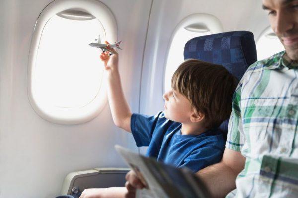Мальчик в самолёте
