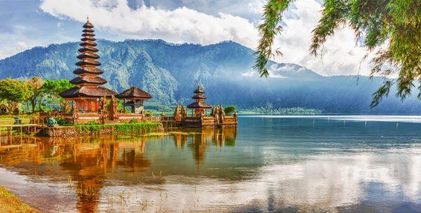 Озеро в Индонезии