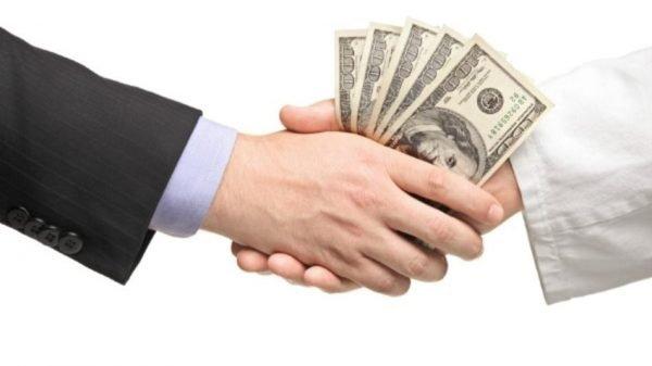 Рукопожатие с долларами