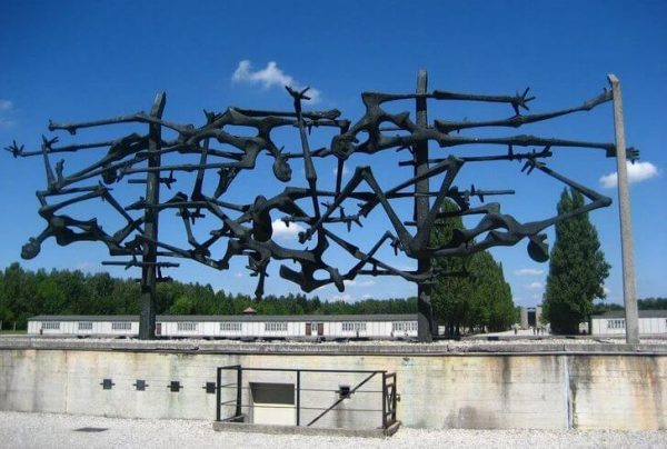 Мемориал Дахау около музея