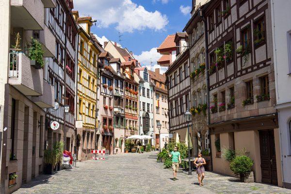 Разноцветные дома в городе Нюрнберг