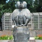 Памятник обезьяне в Сухумском обезьянньем питомнике
