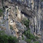 Пещерный замок в Гудауте