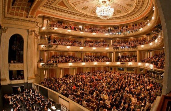 Помещение внутри здания Берлинской оперы
