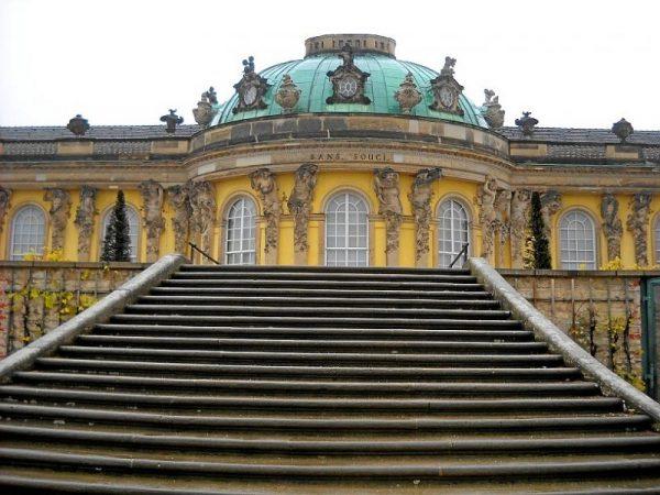 Дворец в городе Потсдам