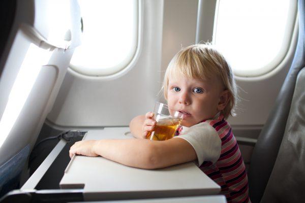 Ребенок в самолёте