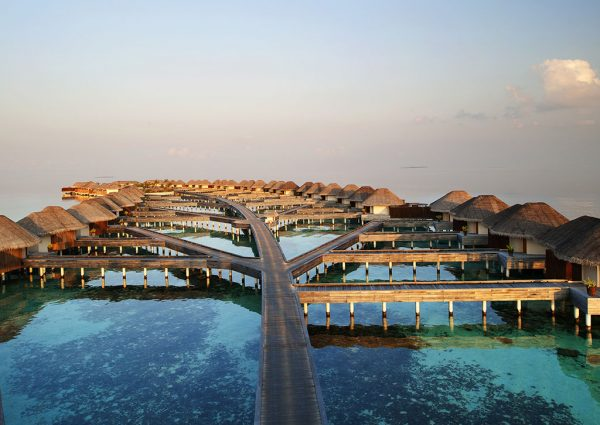 Большой отель на Мальдивах