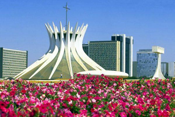 Современный храм в Бразилиа