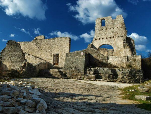 Стены крепости Двиград