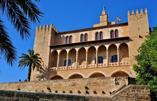 Дворец Альмудайна на острове Майорка