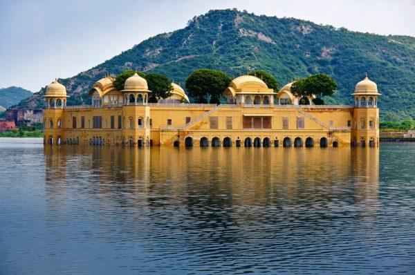 Дворец Джал-Махал в городе Джайпур