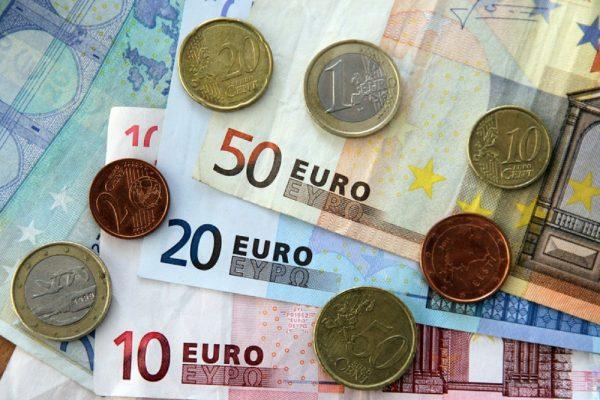 Купюры евро и монеты евроценты