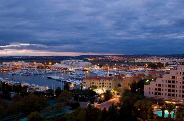 Город Виламоура в Португалии