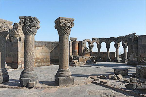 Храм Зварноц
