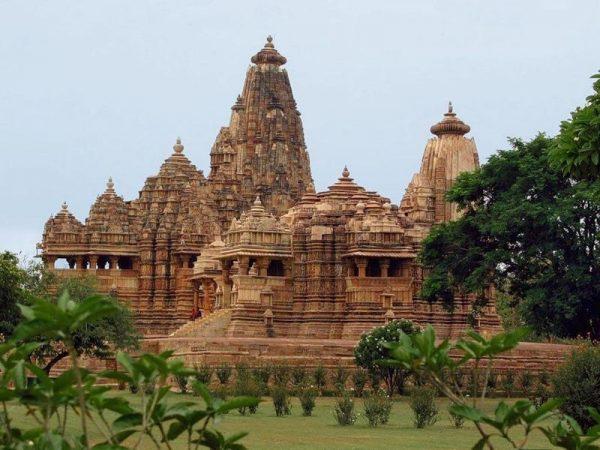 Древний храм в Индии
