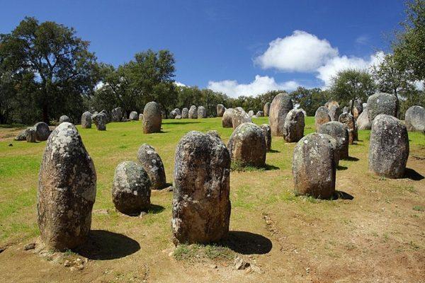 Каменные монолиты Алмендриша в Потугалии