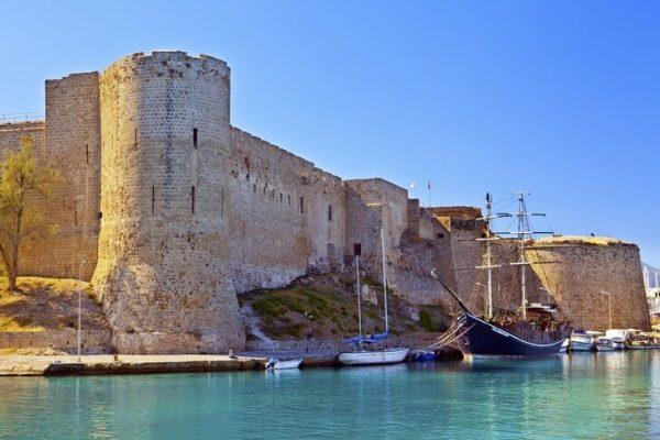 Киренийский замок на острове Кипр
