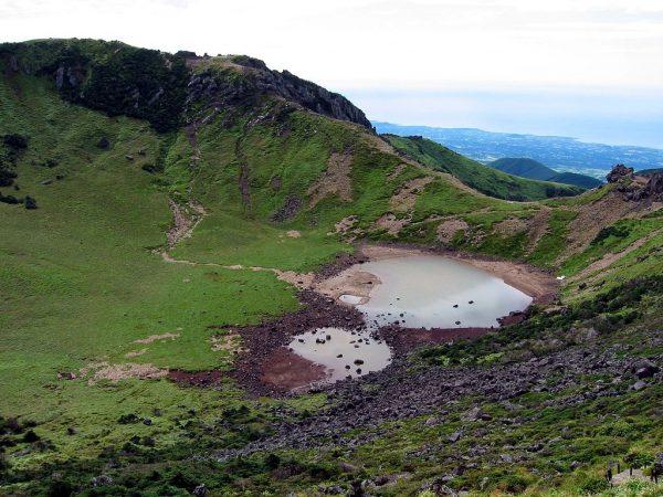 Кратерные озёра в парке Халласан на острове Чеджудо