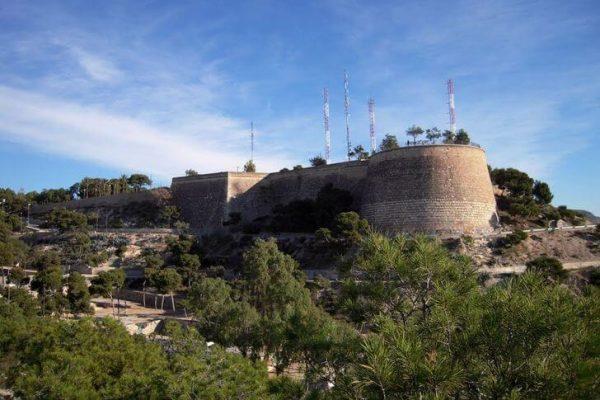 Крепость Сан-Фернандо в городе Аликанте