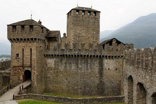 Крепости в городе Беллинцоны