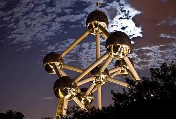 Монумент «Атомиум» в Брюсселе