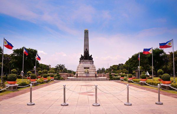 Монумент в Рисаль-парке в Маниле