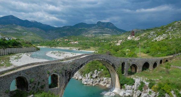 Мост через реку Кир