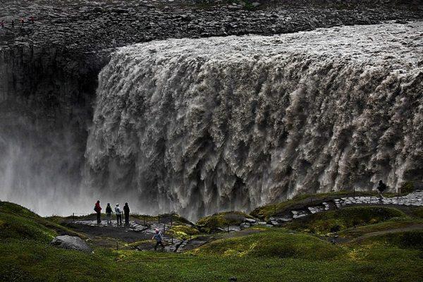 Необычный водопад Деттифосс на северо-востоке Исландии