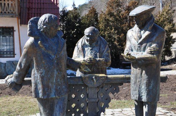Памятник «Мимино» в Дилижане