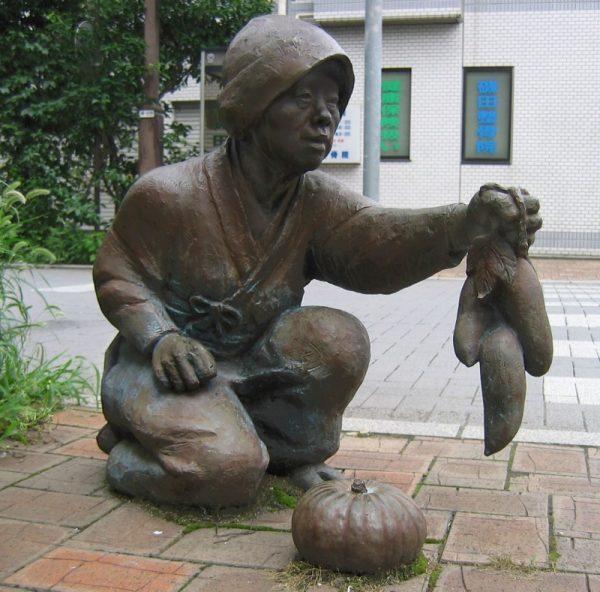 Памятник тыкве и батату в г. Урава